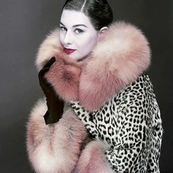 Destaque da revista Vogue em 1954.